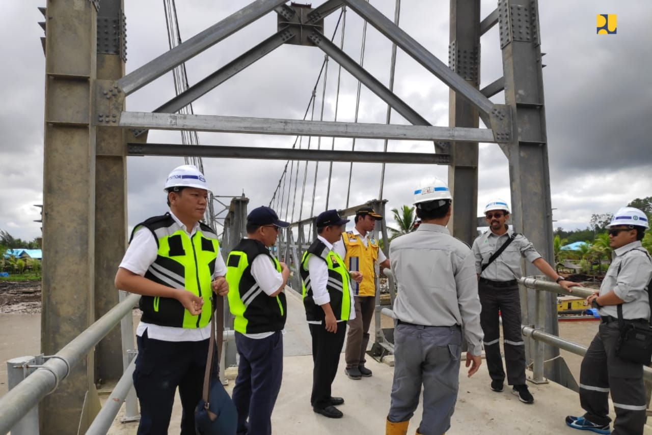 Kementerian PUPR Selesaikan Pembangunan Jembatan Gantung dan Jalan Lingkungan di Kabupaten Asmat, Papua