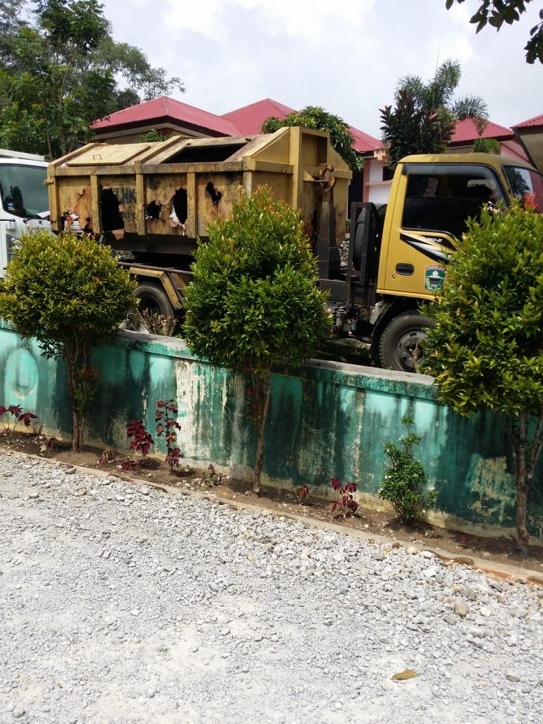 Mobil Pengangkut Sampah Pemkab Solok Berhenti Operasi Karena Ketiadaan BBM