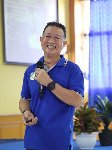 Tommy Fandy Latih Mahasiswa FIK UNP Tangani Cidera