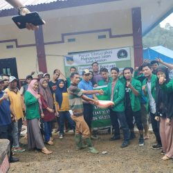 BEM Unitas Padang Antar Langsung Bantuan Bencana ke Sosel