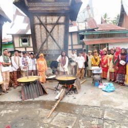 Jelang Peresmian Kampung Adat Balai Kaliki, Warga Gelar Acara 'Marandang'