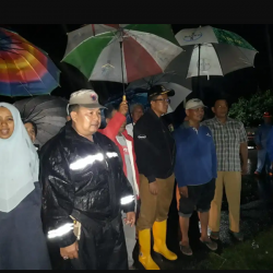 Hujan Genangi Rumah Warga, Wawako Erwin Yunaz Langsung Turun Tangan