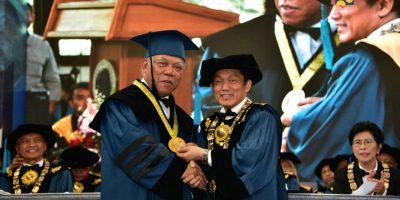 Menteri Basuki Dianugerahi Gelar Doktor Honoris Causa dari ITB