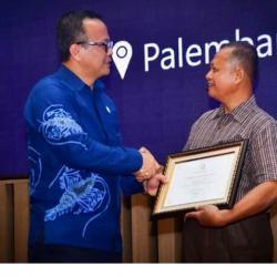 Berkontribusi Majukan Perikanan Budidaya, Bupati Sutan Riska Terima Penghargaan Nasional