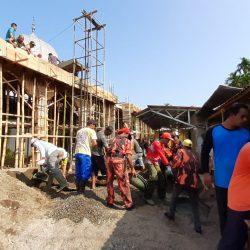 PAC Pemuda Pancasila Lubuk Basung Bantu Masyarakat Gotong Royong