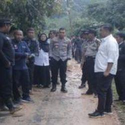 Bupati Dharmasraya Tinjau Lokasi Longsor di Kecamatan IX Koto