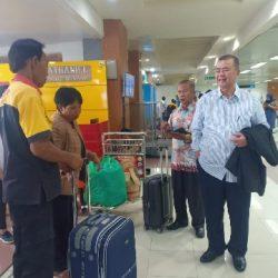 Prihatin, Wagub Nasrul Abit Bantu Tiket Warga Tanahdatar yang Ditinggal Pesawat di BIM