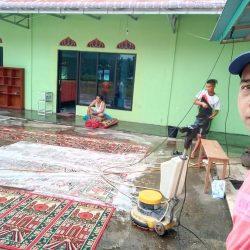 Lawan Covid-19, Alfath Laundry Cuci Karpet Masjid Baiturahman Pasaman
