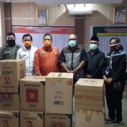 Bersama Lawan Covid-19, Is Prima Bantu Paket APD untuk Paramedis di Kabupaten Solok
