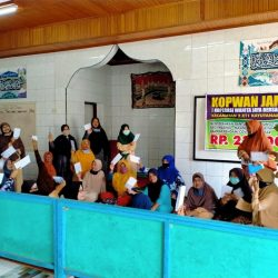 Endarmy Kucurkan BLT untuk 103 Anggota Koperasi Jaya Bersama