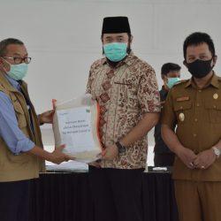 Wako Fadly Amran Terima Bantuan 1 Ton Beras dari Bank Nagari Padang Panjang