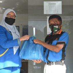 Bank Nagari Syariah Padang Panjang Salurkan 100 Paket Sembako untuk Warga