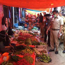 Gubernur Puji Ketaatan Pedagang Pasar Aur Pasbar Tetap Pakai Masker