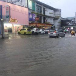 Hujan Satu Jam Saja, Kota Padang Sudah Dikepung Banjir