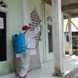Putus Mata Rantai Covid-19, Pemnag Garagahan Semprotkan Disinfektan di Tempat Keramaian dan Rumah Ibadah