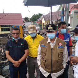 Wagub Sumbar, Nasrul Abit Berikan Bantuan Pada Korban Kebakaran Maninjau