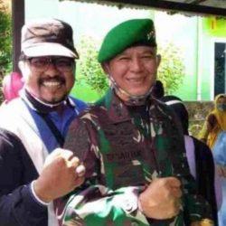 Berkunjung ke Tanah Kelahiran, Letjen TNI Besar Harto Karyawan Hadiahkan Buku untuk Bupati Pasaman
