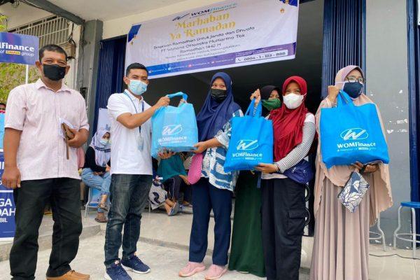 Peduli Dhuafa dan Janda, WOM Finance Bagikan Bingkisan Ramadhan