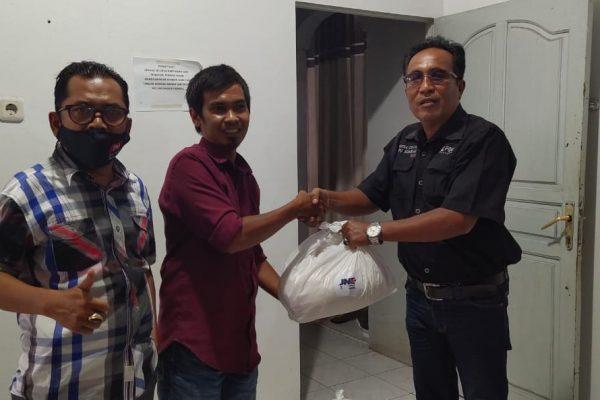 Owner JNE Ekspress Ampang Berbagi Berkah di Bulan Ramadhan