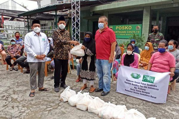 PWNU Sumbar dan Buddha Tzu Chi Distribusikan Paket Sembako Untuk Warga Kurang Mampu