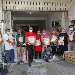 Peduli PPKM Darurat, Budi Syukur Salurkan Bantuan Sembako dari DPW PKPS Sumbar