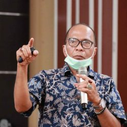 HM Nurnas dan Wagub Audy Serahkan Mesin Tempel untuk Nelayan di Pasia Katapiang