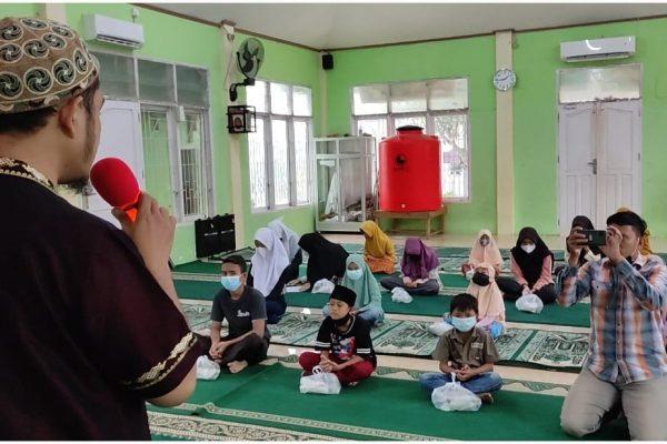 Sudah 25 Pekan, Jumat Berkah Masjid Al Quwait Rutin Santuni Anak Yatim Non Panti Asuhan