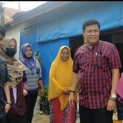 Peduli Sosial, DPD LPM Padang Bantu Bantu Warga yang Miskin yang Lumpuh