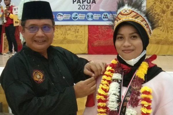 Winda dan Bintang, Peraih Medali PON Papua, Terima Pin Emas dari Buya Zulhardi Latif