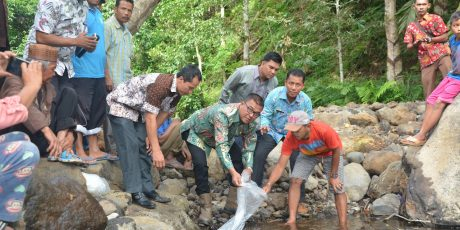 Wabup Solsel Tebar 12 Ribu Bibit Ikan