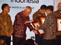 Menteri Basuki Terima Penghargaan Tokoh Infrastruktur Merah Putih