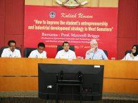 Prof Maxwell Briggs Kuliah Umum di UNP