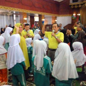 Bupati Yuswir Arifin dan Istri Nyanyi Lagu 'Lansek Manih'