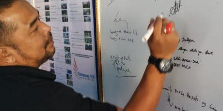Waooo….!! Pajangan Data Publik di Rumah DataKU Koto Katik Bikin Ketua KI Sumbar Takjub